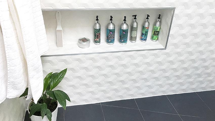 Nos Bouteilles En Aluminium Ne Rouillent Pas Et Les Etiquettes Personnalisees Vinyle Sont Entierement Waterproof De Quoi Rendre Votre Salle Bain